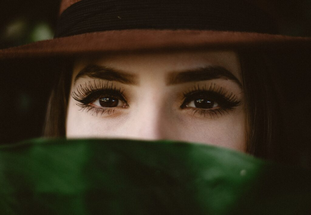 look into someone's eyes
